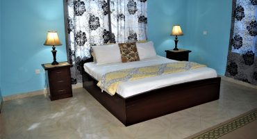 Queen Bed Room